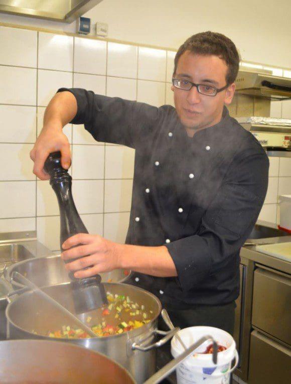 Im Four Senses werden die Speisen besonders aromatisch zubereitet, damit der Geschmack im Dunkeln intensiviert wird. - Foto: LWL/Hötte