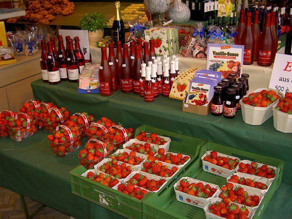 Im Hofladen werden Früchte und Gemüse der Saison angeboten - Foto: Hof Grothues-Potthoff