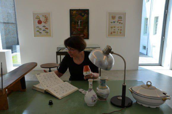 Abtei Liesborn: Experten prüfen die Herkunft und schätzen den Wert der Porzellanstücke.