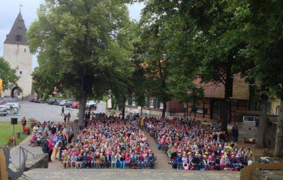 """Bei der Premiere von """"Robin Hood"""" waren di Reihe gut gefüllt. - Foto: Burgbühne Stromberg"""