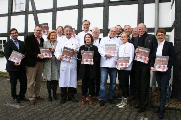 """Kochuch mit Rezepten aus der westfälischen Küche: """"Appetit auf Heimat"""", präsentiert auf dem Schlichte Hof in Bielefeld"""