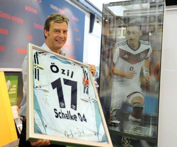 """Die Ausstellung """"Von Kuzorra bis Özil"""" lockte viele Besucher ins LWL-Industriemuseum Zeche Hannover in Bochum. Foto: LWL/Appelhans"""