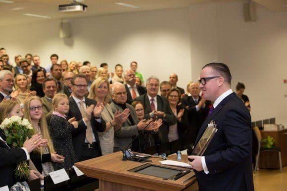 Das Publikum freute sich mit Preisträger Prof. Dr. Olaf Arlinghaus. - Foto: Carsten Bender