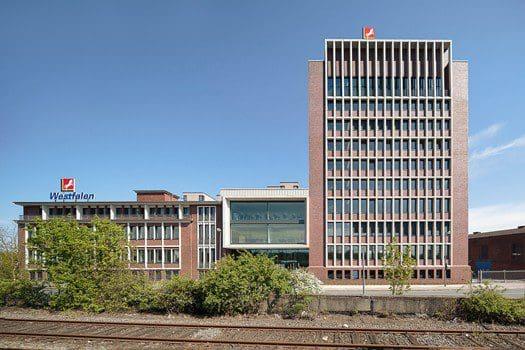 Neubau eines elfgeschossigen Büroturms und Erweiterung der Hauptverwaltung der Westfalen AG am Industrieweg in Münster, Bleckmann & Krys Architekten, Münster.