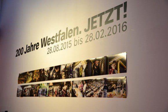 3. Territorium: Gegensätze und Toleranz. Bilder von ankommenden Flüchtlingen am Dortmunder Bahnhof von Dirk Planert. - Foto: Cathleen Tasler