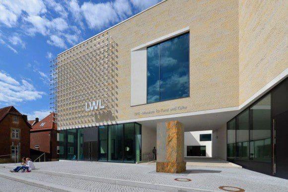 Über 500.000 Gemälde, Grafiken, Skulpturen, Möbel, Münzen, Elfenbeine, Gold- und Silberschmiedearbeiten, Plakate und Landkarten befinden sich in der Sammlung des Museums, der größte Teil davon in den Depots. - Foto: LWL-Museum für Kunst und Kultur
