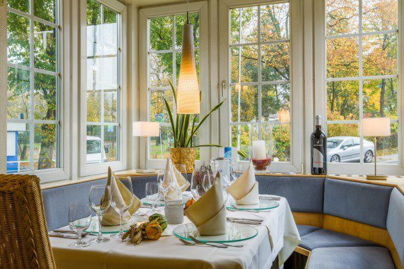 Das Restaurant strahlt mit seinem modernen Ambietne Gastlichkeit aus