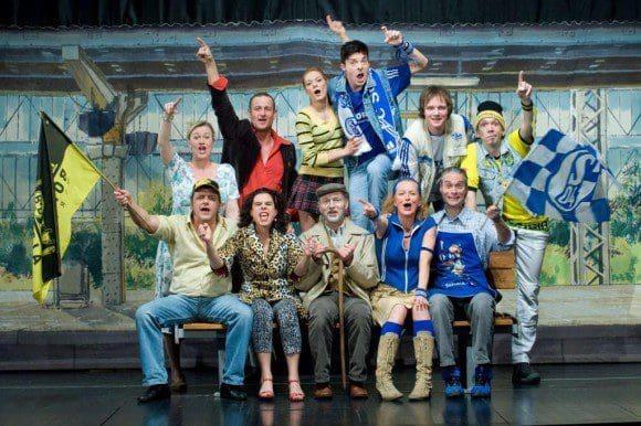 Volkstheater im Mondpalast: Das Ronaldo und Julia Ensemble - Foto: Bettina Engel-Albustin
