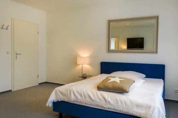 Die modernen Zimmer bieten den Gästen viel Platz