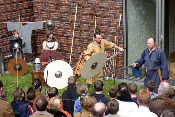Kämpfen wie die Recken: Mittelalterliche Kampfkunst ist nicht nur bei einer Museums-Vorführung ein spannendes Thema. Foto: LWL/Lagers