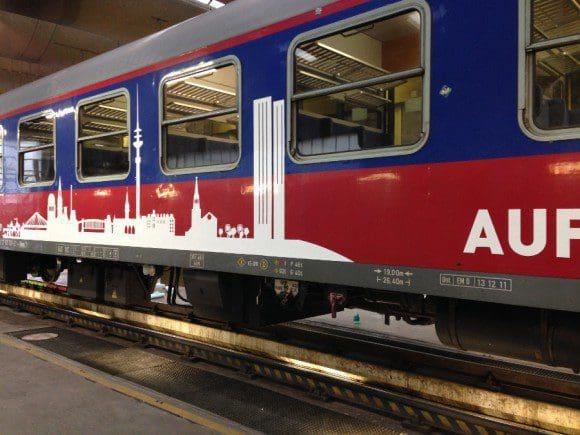 HKX empfiehlt daher allen Fahrgästen, die zu den Feiertagen eine Reise mit dem HKX zwischen Köln und Hamburg planen, noch schnell eines der letzten HKX-Tickets zu reservieren