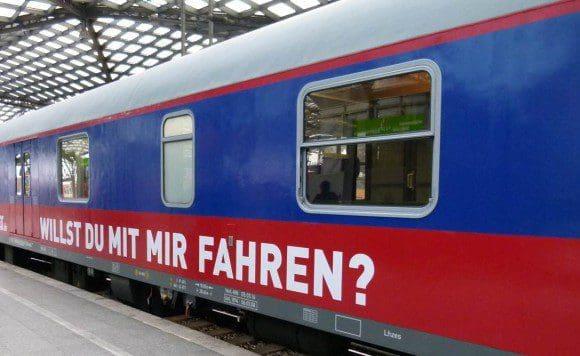 Die Züge des HKX verkehren zwischen Frankfurt/Main Hbf und Hamburg mit Halten in Bingen (Rhein) Hbf, Koblenz Hbf, Bonn Hbf, Köln Hbf, Düsseldorf Hbf, Duisburg Hbf, Essen Hbf, Gelsenkirchen Hbf, Münster Hbf, Osnabrück Hbf, Hamburg-Harburg, Hamburg Hbf und Hamburg-Altona.