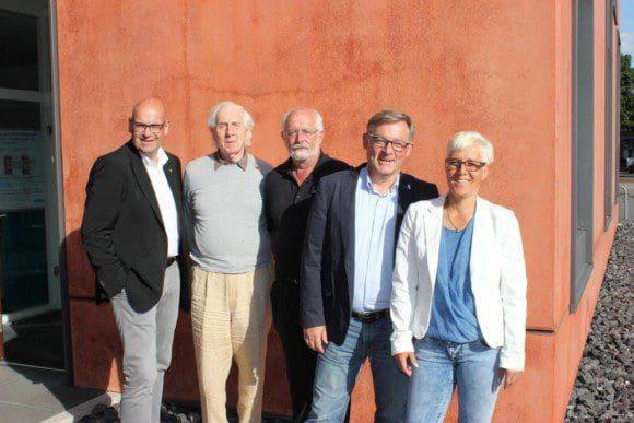Jubilare: v. l. n. r. Rolf Meier-Ewert, Andreas Bölling, Dagmar Hölscher, Christiane Lohmann, Udo Rieker, Kuno Kunz, Sabine Lutz-Kunz, Gisela Kühner.