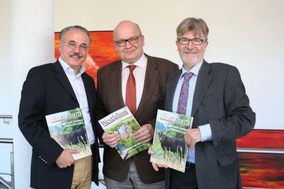 Win-win-Situation: Thomas Keitel (r.), Geschäftsführer des DEHOGA Ostwestfalen, Westfalium-Herausgeber Dr. Wienand Geuking (M.) und Dr. Wolfgang Henke, Hauptgeschäftsführer des DEHOGA Westfalen (l.)