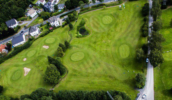 Ein gut überschaubarer Platz mit schönen Spielmöglichkeiten - Golf am Haus Amecke