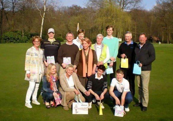 Strahlende Sieger zusammen mit der Sponsorin Ingrid Cramer (Bildmitte) und der Präsidentin Franziska Wegener (links im Bild)