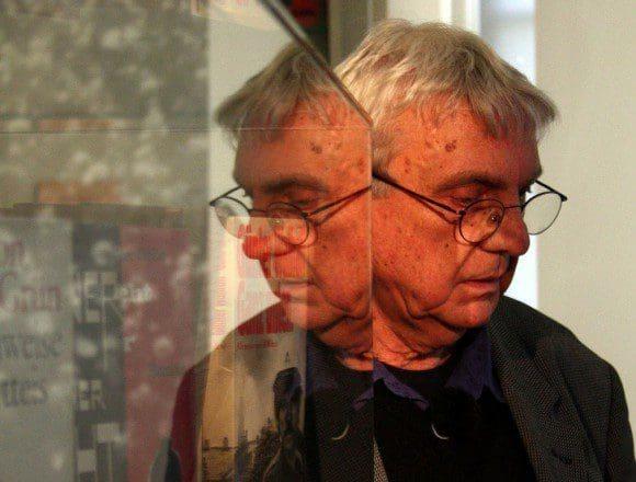 Ralf Thenior trägt seine Gedichte vor - Foto: Dirk Bogdanski