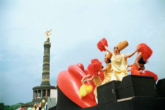 Kristina Strauß: Mösen in Bewegung - CSD Berlin, Fotografie 1998 - © Kristina Strauß