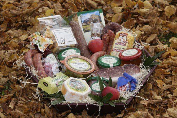 Wunderbar zum Verschenken: Ein Warenkorb mit ausgewählten Lebensmitteln vom