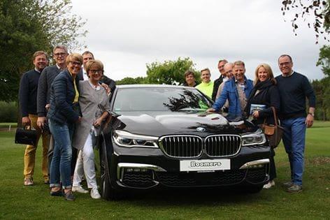 Strahlende Sieger zusammen mit dem Sponsor Gerd Boomers vom Autohaus BMW Boomers (rechts im Bild)