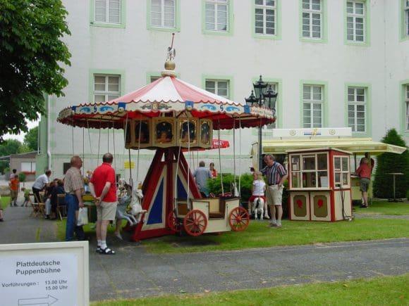 Für Kinder gibt es ein eigenes Programm und ein Nostalgiekarussell