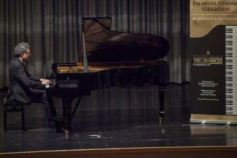 Der Klang überzeugt: Greven macht für einen Steinway-Konzertflügel mobil