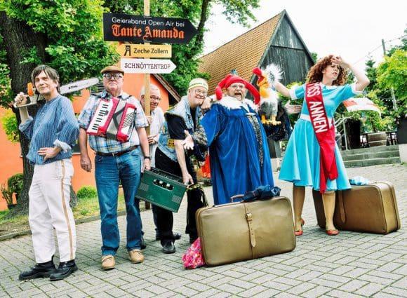 """Von Freitag (08.07.) bis Sonntag (10.07.) schlägt die erfolgreiche Comedy-Show ihr Sommerlager am Country-Club """"Tante Amanda"""" zwischen Dortmund und Castrop-Rauxel auf."""