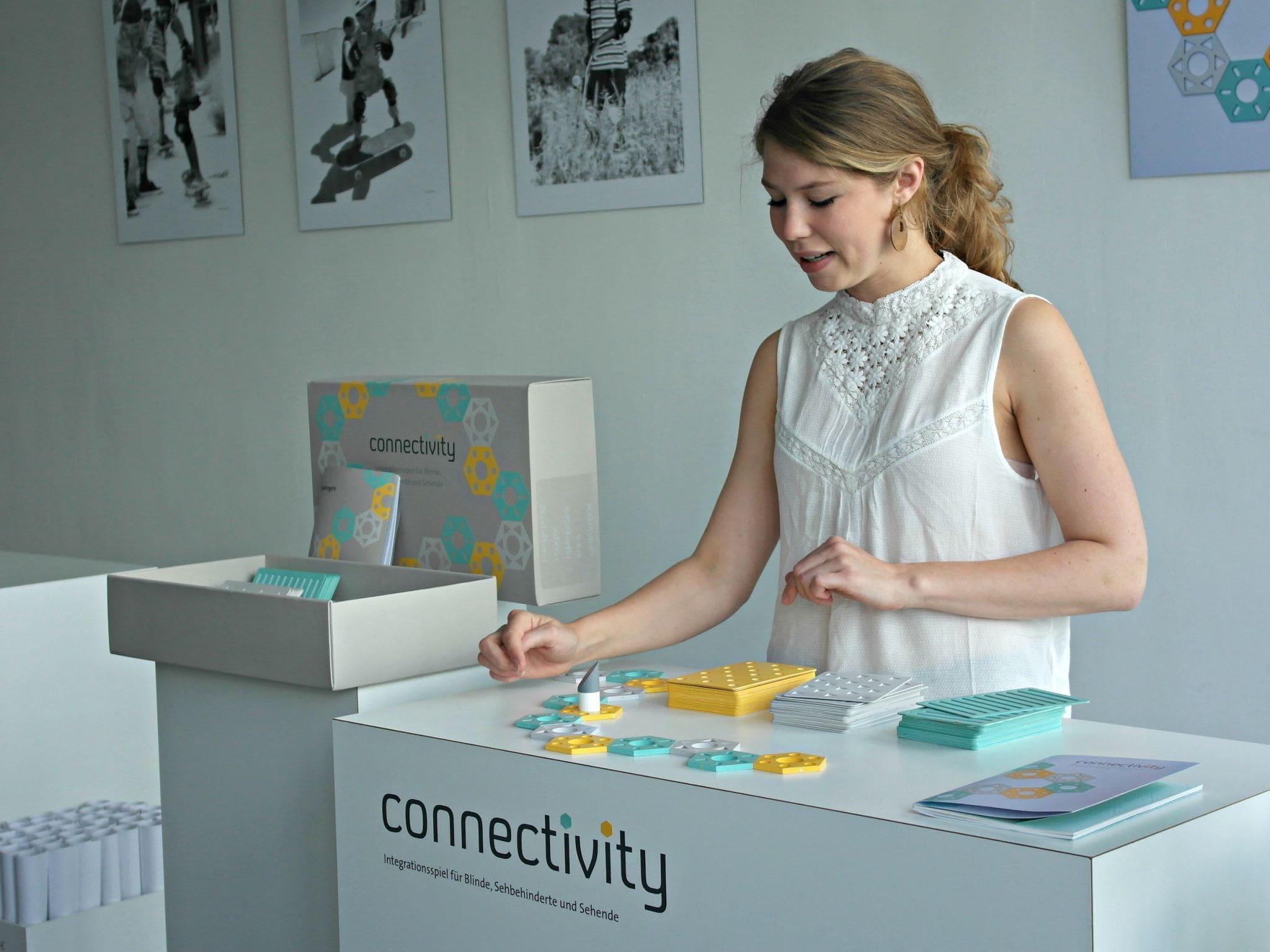 """Das Spiel """"connectivity"""" von Lisa Katharina Kirsch können Blinde gemeinsam mit Sehenden spielen"""