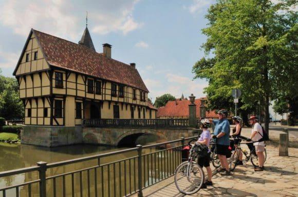 Radtouristen in Steinfurt am Schloss