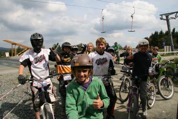 Mit den Mountainsbikes die Gegend erkunden - Es gibt geführte Touren für Jugendliche