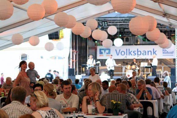 Genussvolle Momente im Festzelt der Culinaire - Foto: Niggen