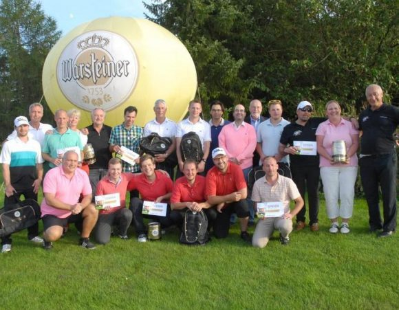 Die strahlenden Sieger des ersten Warsteiner-Vierers im Golfclub Schmallenberg