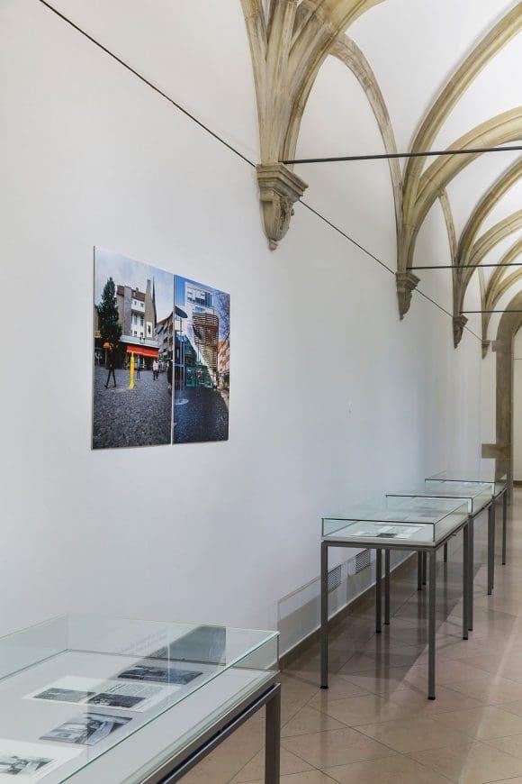 """Raumansicht """"Autonom und profan. Skulptur Projekte im Territorium der Kirche"""", Archiv Skulptur Projekte. Foto: LWL/Neander"""