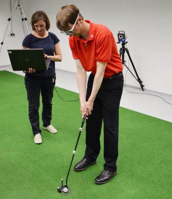 Wissenschaftler beobachten Blick und Bewegungsabläufe von Golfern - Fotos: Universität Bielefeld