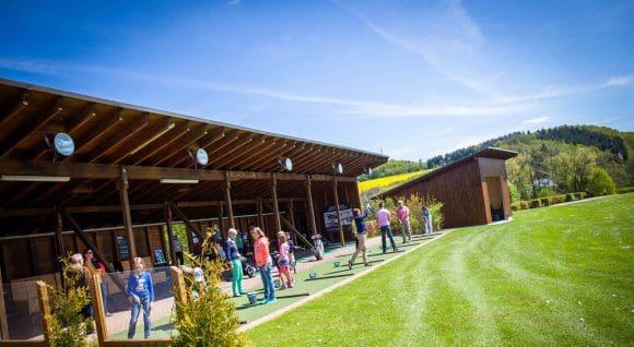 Alle Anfänger beginnen ihre Golfkarriere auf der Driving Range - Foto: Haus Amecke
