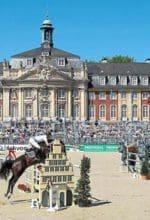 Münster: Reitsportelite vor dem Schloss