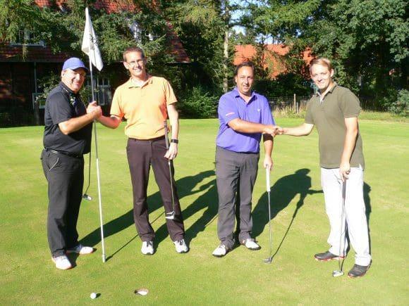 Gratulation nach dem Stechen mit (v. l.) Martin Kittel, Bernd Wittebrock, Christian Hudson und Christopher Kittel.