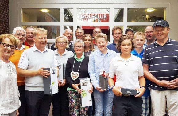 Alle Club- und Vizemeister und -meisterinnen (li.) Präsidentin Franziska Wegener Foto: Nicole Hörst