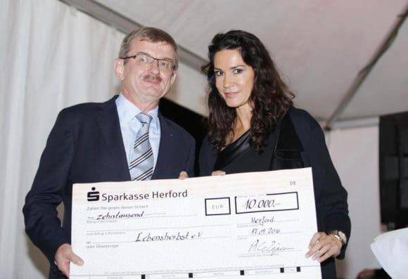 Präsident Prof. überreicht den Spendenscheck an - Foto: lautet mskmedia.de. Sie wurden uns von Herrn Stefan Maicher zur