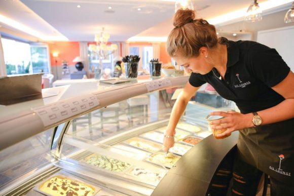 22 Sorten Eis bietet die Eis Lounge in Maria Veen an. Die Zutaten dafür stammen aus der Region. Deshalb tragen die Produkte das Münsterland-Siegel. Foto: Münsterland e.V./Kuiter