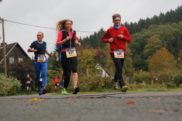 Die Läufer gehen auf die Strecke - Fotos: Team Wandres