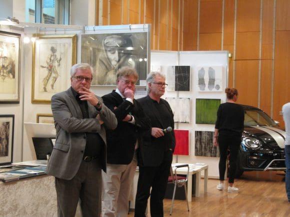Bürgermeister Herman Hupe, Festredner Dr. Jörg Bockow und Organisator Reimund Kasper bei der Vernissage. - Fotos: Reflex Kamen