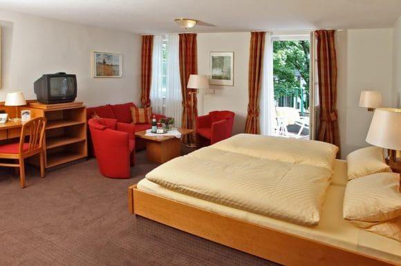 Die Zimmer bieten allen Komfort, so dass sich die Gäste hier wohl fühlen können