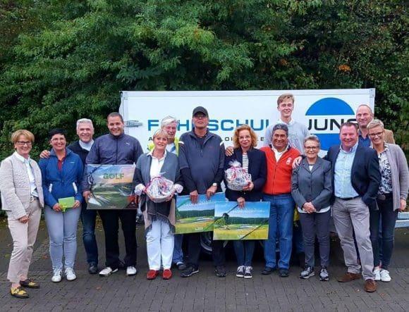 Die Sponsoren-Familien Jung/Hörst (rechts) mit der Präsidentin Franziska Wegener (links) und allen Siegern