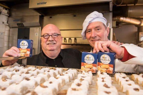 Mondpalätzchen aus der Bäckerei Welp in Essen.  v.l.: Christian Strathmann, Hermann Welp Foto: Arne Pöhnert mail@arnepoehnert.de 0178/1866645