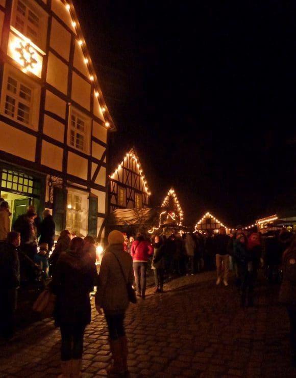 Der Nikolaus beim Weihnachtsmarkt Freilichtmuseum Hagen