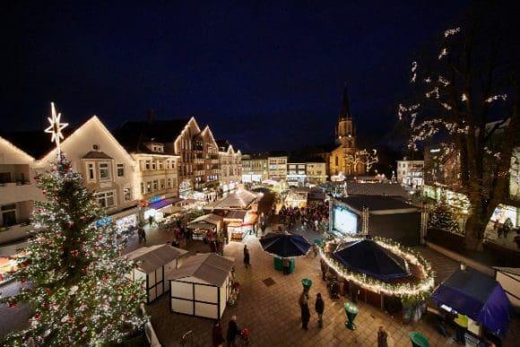 Rundgang durch das weihnachtsliche Gütersloh - Foto: Uwe Oesterhelweg