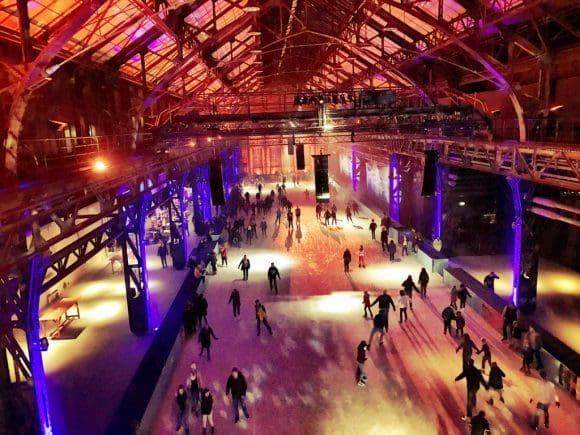 Aus dem Stand angekommen: Viele Besucher wagten sich bereits am ersten Wochenende aufs Eis - Foto: Jahrhunderthalle Bochum