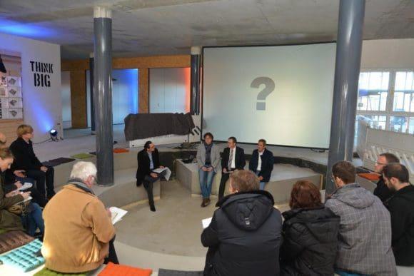 """Im Amphitheater der """"garage33"""" nahmen die Gäste während der Projektvorstellung Platz. -  Fotos: Stadt Paderborn"""