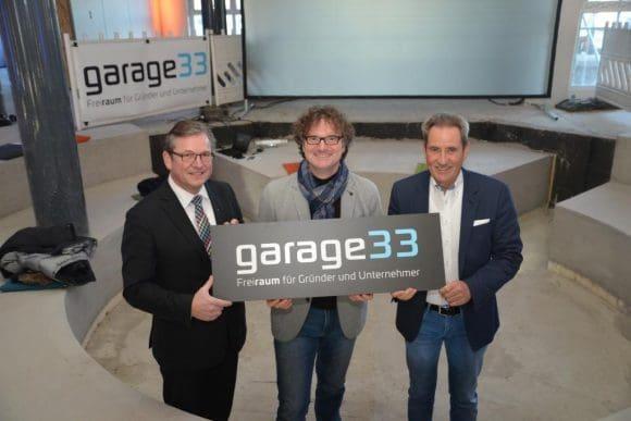 """Das Projekt """"garage33"""" wird vorgestellt: (v. l.) Bürgermeister Michael Dreier, Prof. Dr. Rüdiger Kabst, Vizepräsident der Paderborner Universität, und Dr. Otto Drosihn, Vorsitzender """"Paderborn überzeugt""""."""